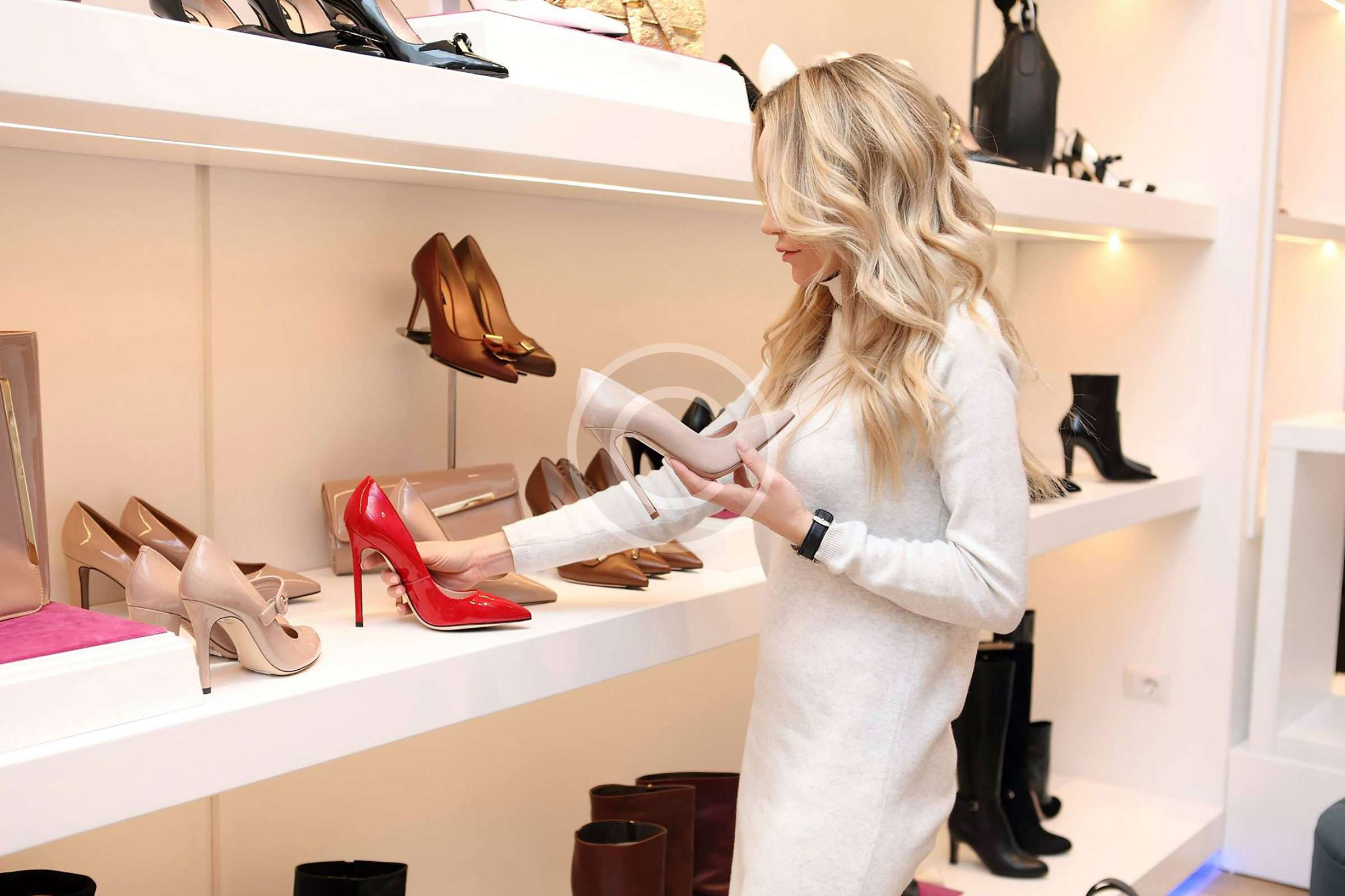 How To Pick The Right Handbag For Lifestyle
